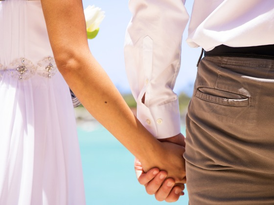 Planning a destination wedding in Hawaii? Make your dream come true at Hawaii Kai Marina Chapel. ©VELTRA